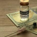 Companiile farmaceutice încasează miliarde din vaccinurile împotriva COVID-19